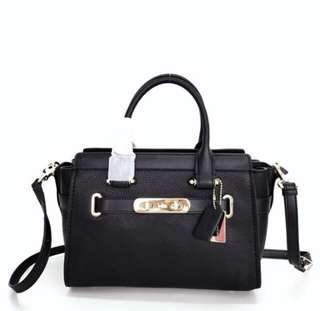Coach Pebble Leather Swagger 27 Black