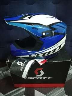 Helmet Scott