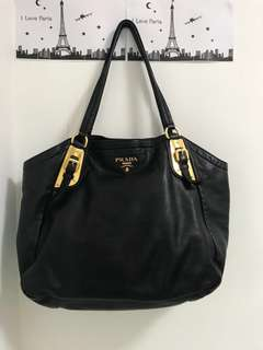 Prada black colour shoulder bag (連原裝塵裝)