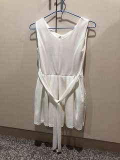🚚 白洋裝