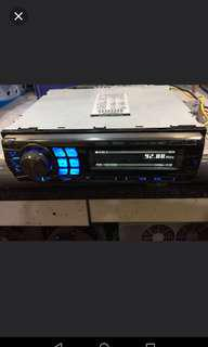 Alpine CD Tuner Receiver (i m buying, not selling)