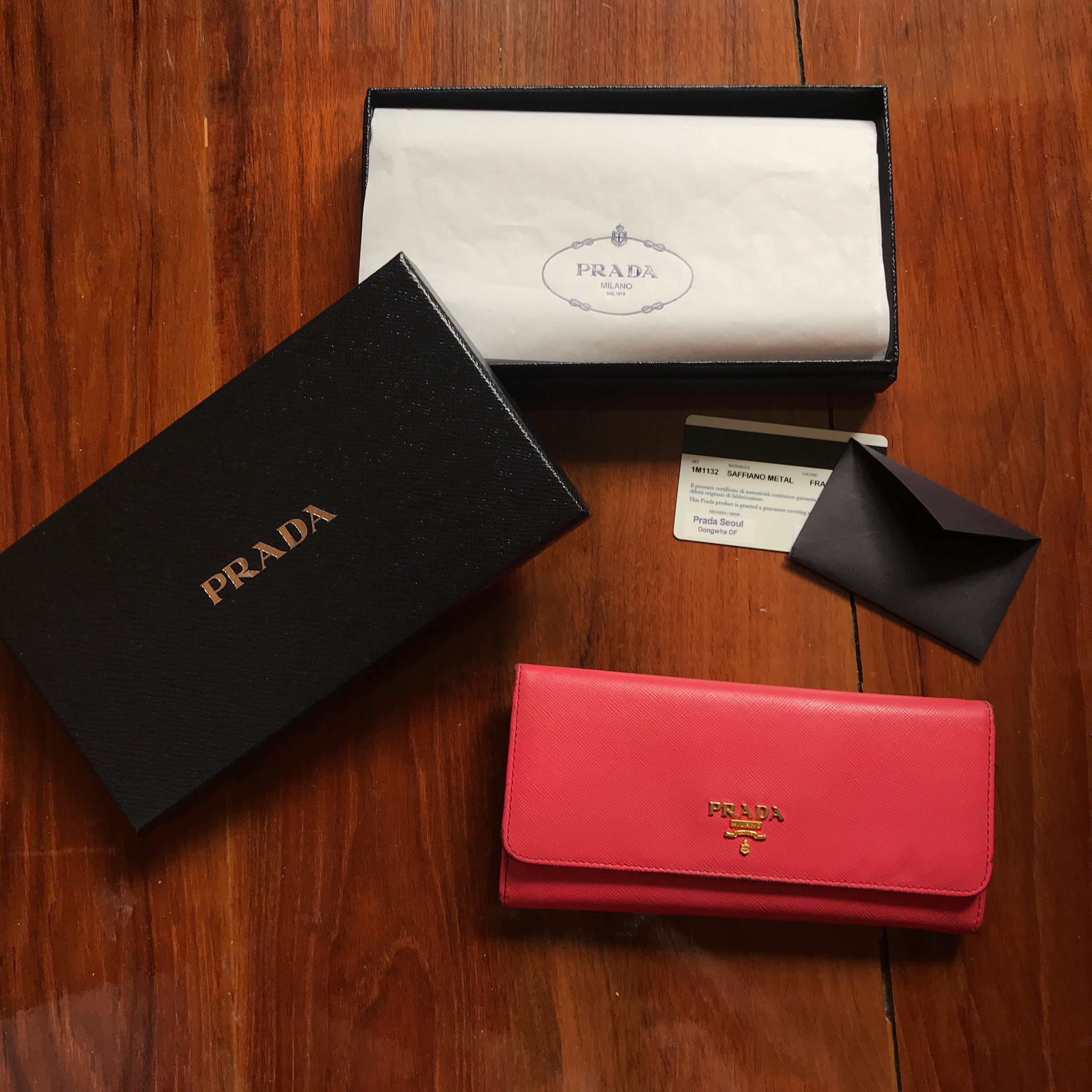 2f35f56887f152 🍓 Full set Preloved Large Prada Saffiano leather Long wallet in ...
