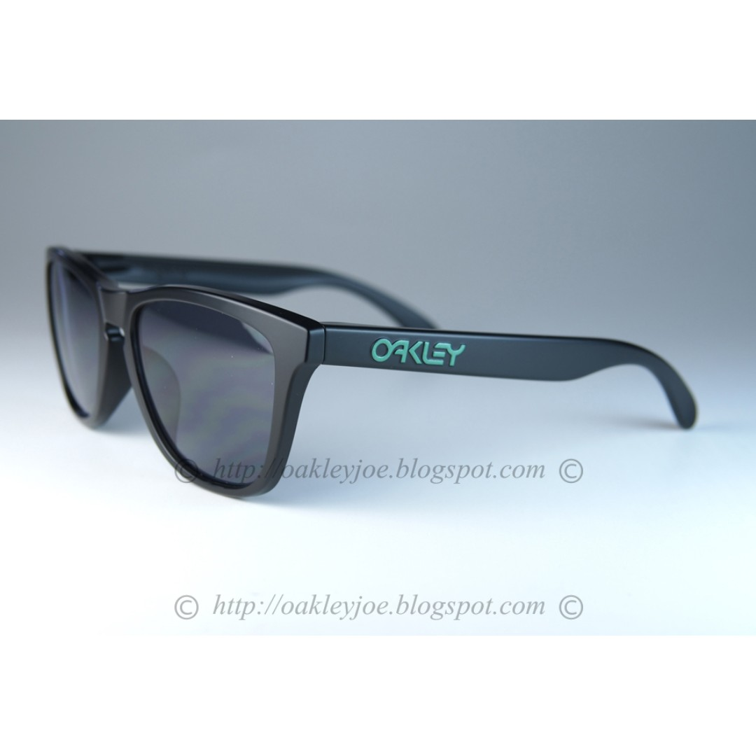 e7c8c98259 BNIB Oakley Frogskins Asian Fit Custom matte black with green icon + grey  lens sunglass shades