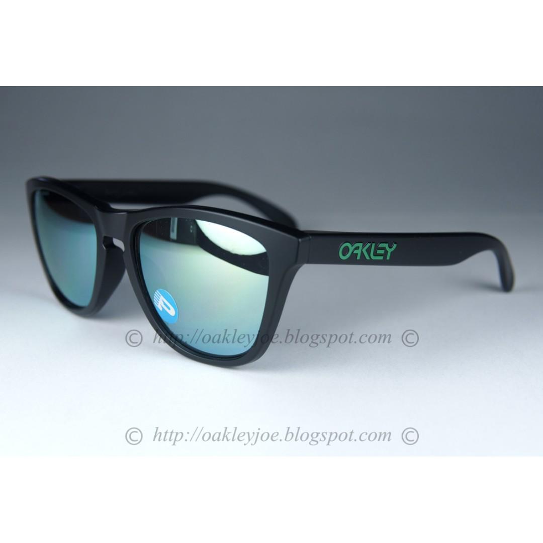 e5593c9dc7 BNIB Oakley Frogskins Asian Fit matte black + emerald iridium ...