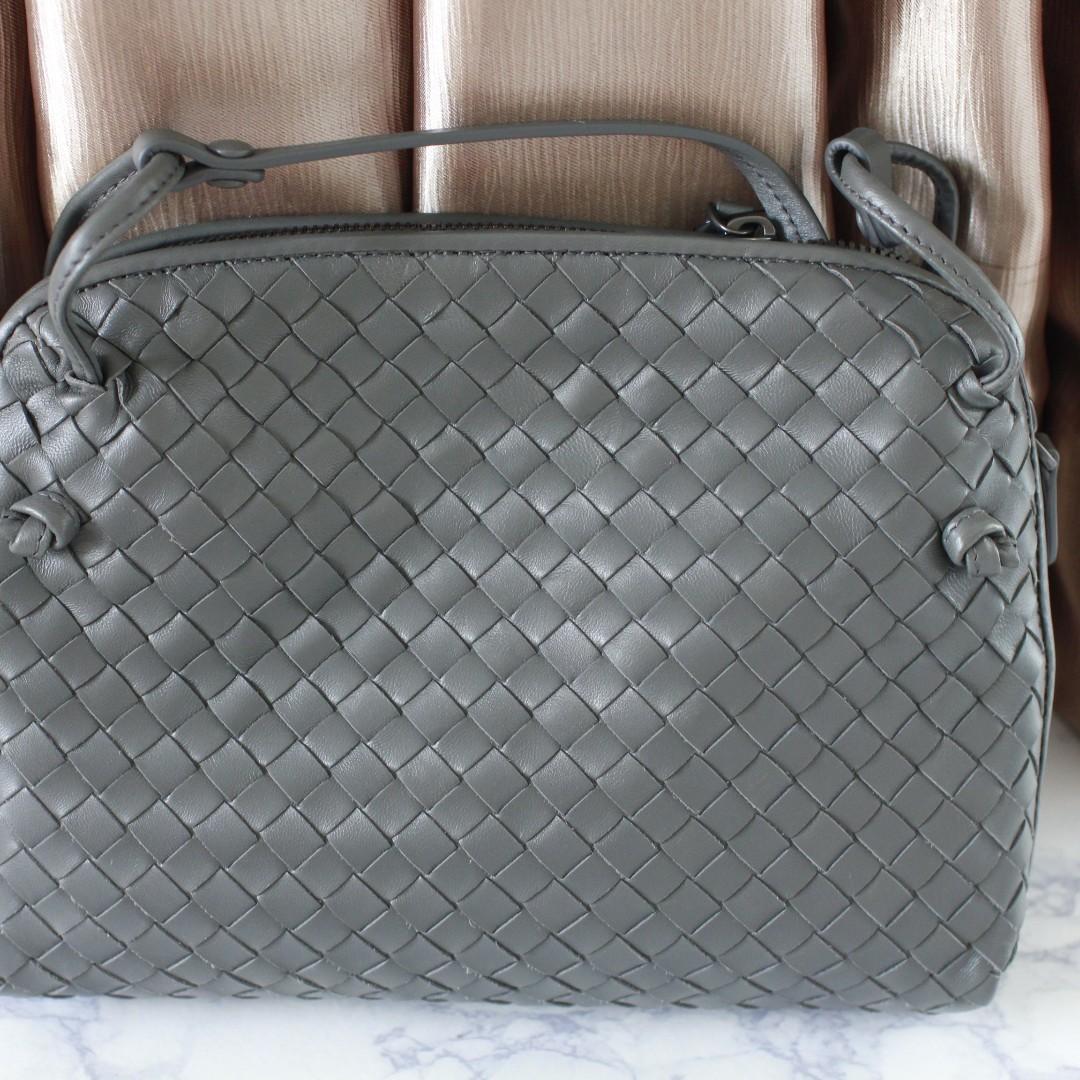 bec04d56d77f Bottega Veneta Messenger small intrecciato leather shoulder bag ...