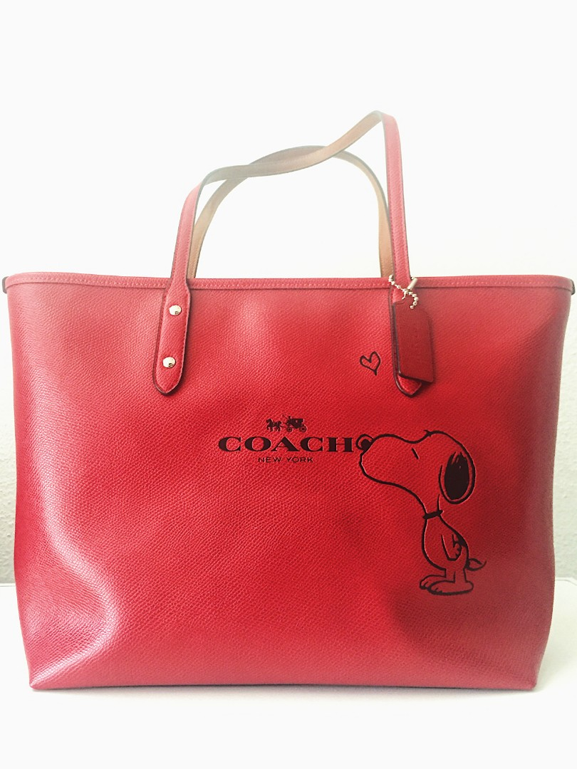 4765a65192 Coach X Peanuts Snoopy Tote (Red)