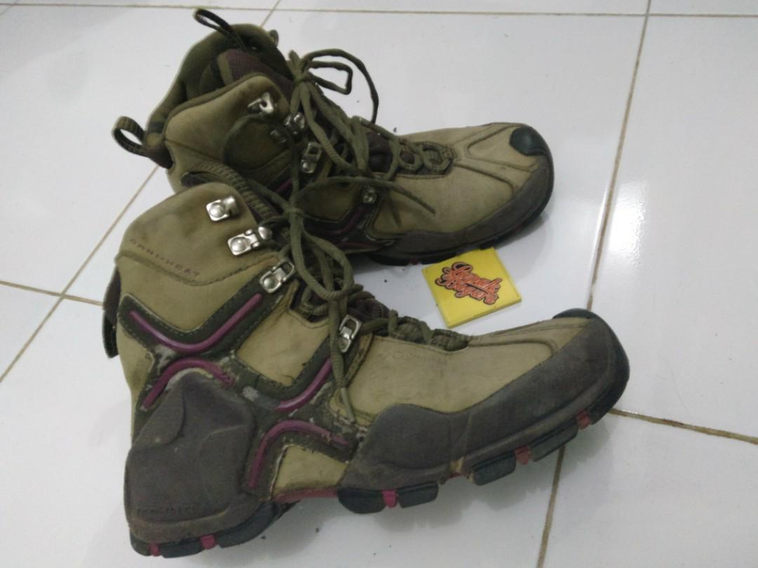 COLUMBIA HIKING BOOTS OMNI-HEAT size 38