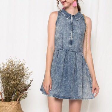 331c9793fdc540 Denim Dress Pleated Skirt Sleeveless Light acid Wash Front zip ...