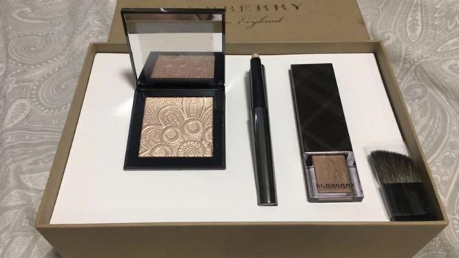 Gorgeous Burberry Make Up Gift Set