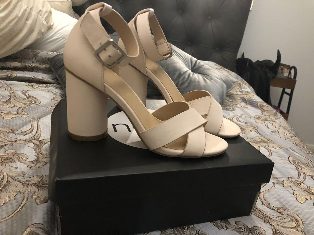 Novo blush heels size 6