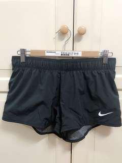 二手近全新有9.8成新以上女版Nike耐吉黑色運動L號短褲寬鬆微彈性吸汗慢跑