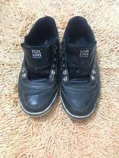 Sepatu pria layak pakai
