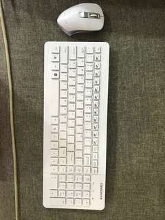 White Conson Wireless Keyboard