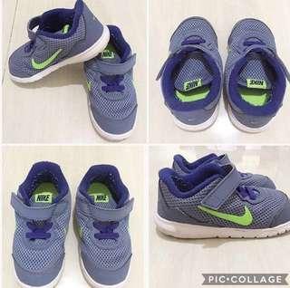Sepatu Nike Kids Original buat cowok size 25. Kondisi 75% minus box