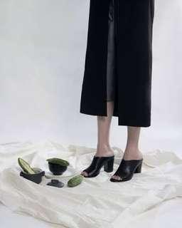 Black heels (block heels)