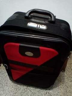 🚚 行李箱少一腳已用木頭補起可正常使用,內部全新約26吋