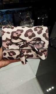 Guess leila leopard mini sling bag
