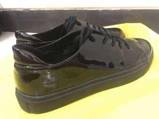 Forever 21 Sepatu Sneakers Glossy Full Black