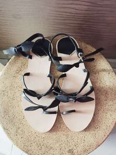 Flat sandals stradivarius