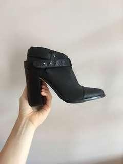 Senso bootie heels — size 7