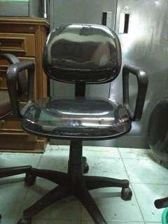 Kursi sekertaris hitam