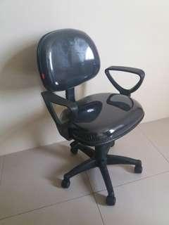 Jasa servis kursi kuliah dan hajatan dan kursi kantor