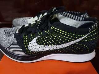 Nike Flyknit Orca Volt 7.5 Mens/9 Wmns