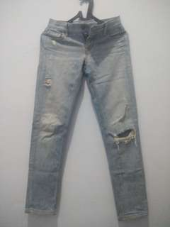 ripped jean jew crew size 25