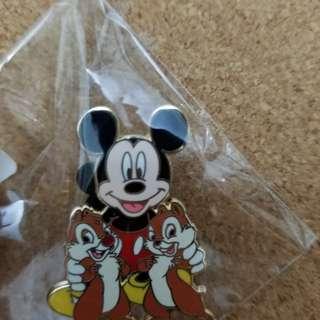Chip n dale disney pin year 2008 迪士尼徽章