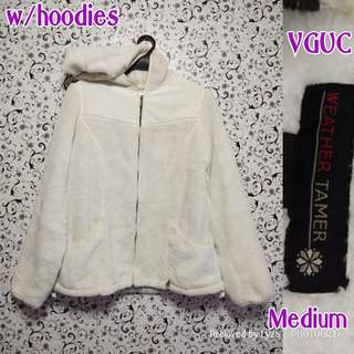 White jacjet with hoodies
