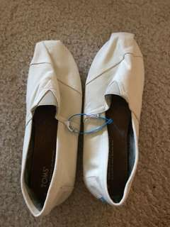 Toms size 10 NEW