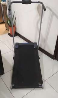 Treadmil manual with speed calories mil kilometer gauge