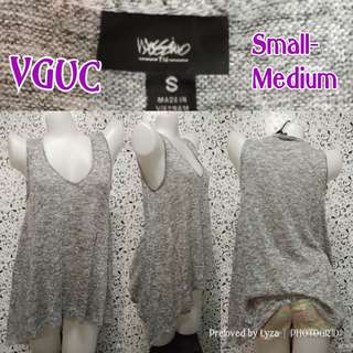 Grey sleeveless knitted top