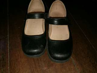 Pre-loved Original Florsheim Kids shoes for girls