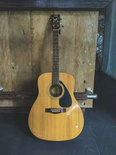 Acoustic Guitar (Yamaha F310)