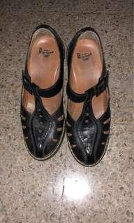 Sepatu doc mart