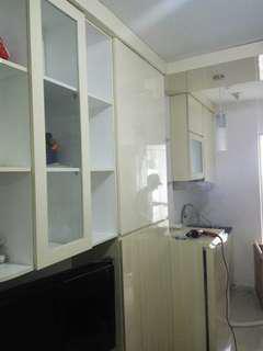 Mini Bar, kitchen set, lemari baju, tempat tidur, backdrobe