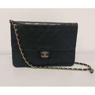 Chanel Vintage bag 24cm 不能斜背 鎖不能緊扣, 必須自行維修 (議價不回) 可陪驗加$200