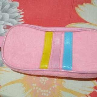 Dompet atau tempat pensil