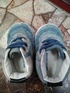 Sepatu anak laki dibwh 1 thn