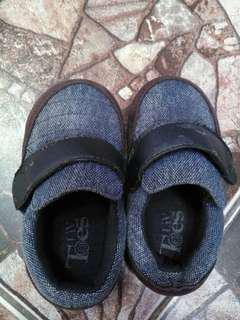 Sepatu branded anak laki2