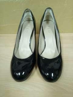 Sepatu kerja Fladeo