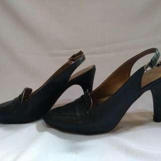 heels hitam