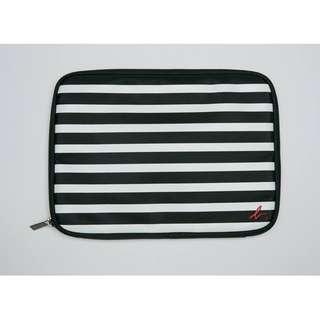 包平郵 全新 Agnes b. iPad Case 間條袋/萬用袋 平板電腦袋