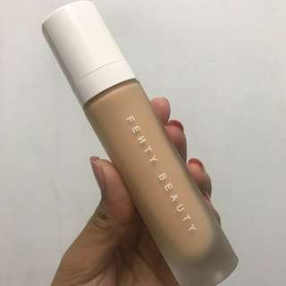 Rihanna Fenty Beauty - Pro Filt'r Longwear Foundation: 220 Warm Peach - Medium