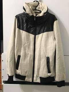 黑白高領外套