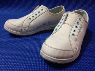 Authentic CROCS Sneakers (W4, 22cm)
