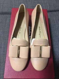 Ferragamo Loafers with Flower heels in Beige (size 5.5 or 36)