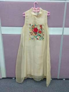 Cheong sam dress. Material: Organza with lining. Size: 12 (M)