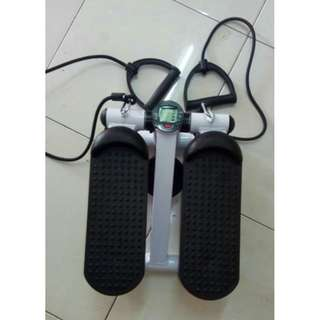 Alat Fitnes/Olahraga - Mini Stepper